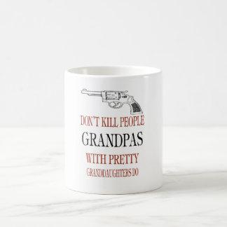 GUNS DON'T KILL PEOPLE COFFEE MUG