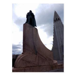Hallgrímskirkja and statue of Leifur Eiríksson Postcard