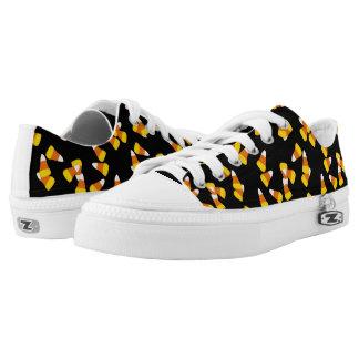 Halloween pattern random candy corn pieces Low-Top sneakers