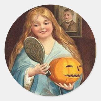 Halloween Vintage Lady With Mirror) Classic Round Sticker