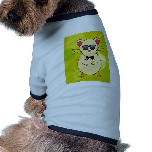 Hamster doux avec les lunettes de soleil et l'arc  t-shirt pour chien