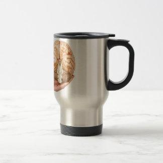 Hand holds model human brain on white background travel mug