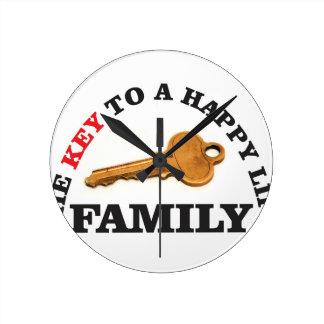 happy key family round clock