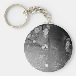 Happy veterans head for harbor of Le _War Image Basic Round Button Keychain
