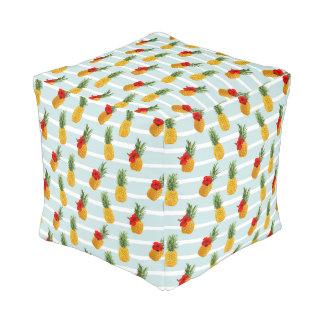 Hawaiian Summer Pineapple Seamless Pattern Pouf