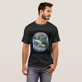 Hawksbill turtle escapes the apocalypse; T-Shirt