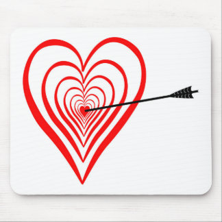 Heart Dartscheibe with arrow Mouse Pad