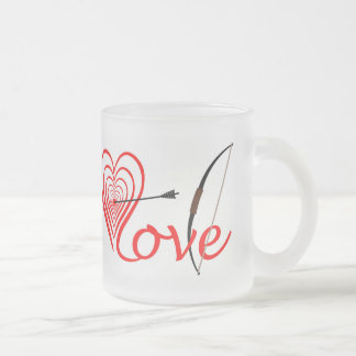 Heart love Dartscheibe with arrow and sheet Frosted Glass Coffee Mug