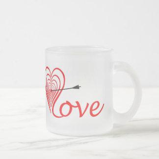 Heart love Dartscheibe with arrow Frosted Glass Coffee Mug