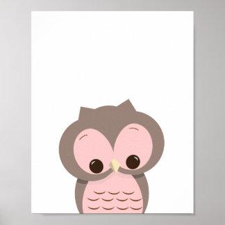 Hibou somnolent doux en décor rose de mur de poster