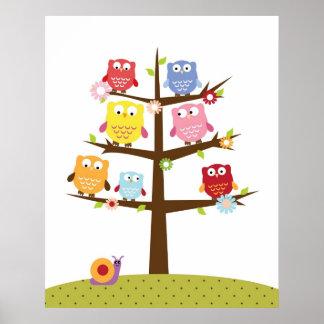 Hiboux mignons sur l'illustration d'arbre poster