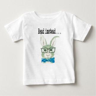 Hip reading bunny baby T-Shirt