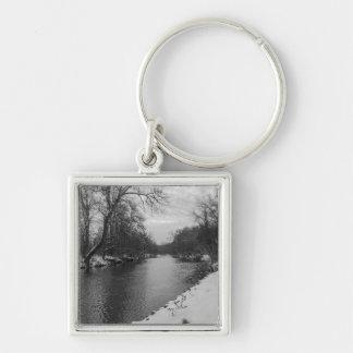 Hiver paisible à la gamme de gris de James River Porte-clé Carré Argenté