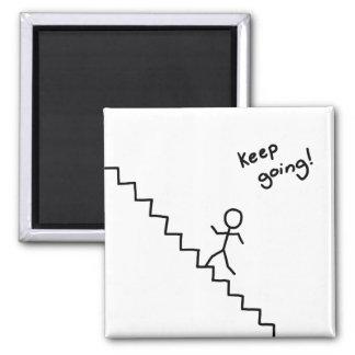 """Homme allant de bâton """"Keep"""" sur l'aimant d'escali Magnet Carré"""