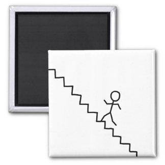 Homme de bâton allant l'aimant d'escaliers magnet carré