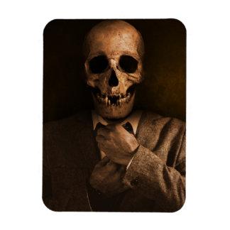 Homme effrayant de crâne dans le costume magnets souples
