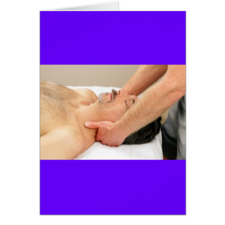 Homme mûr obtenant un massage de cou carte de vœux