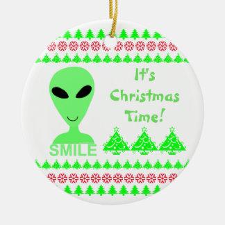 Homme vert de l'alien LGM de sourire petit Ornement Rond En Céramique