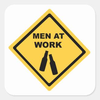 Hommes au travail autocollants carrés