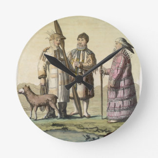 Hommes d'Alaska et femmes habillés pour pêcher (co Horloge Ronde