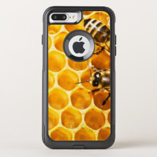 Honeycomb and Bees Pattern Design OtterBox Commuter iPhone 7 Plus Case