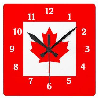 Horloge murale canadienne de drapeau