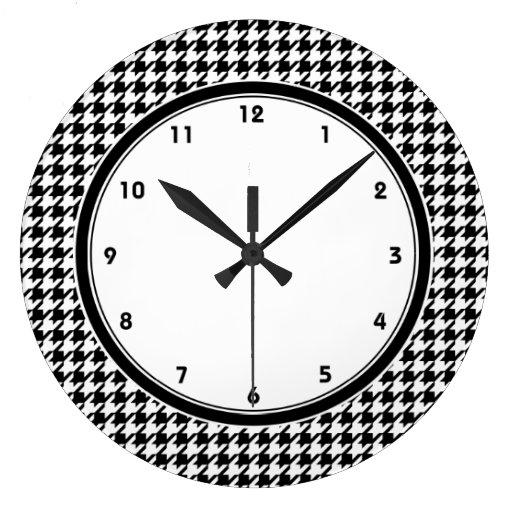 Horloge murale noire et blanche de motif de pied d zazzle - Grande horloge murale blanche ...