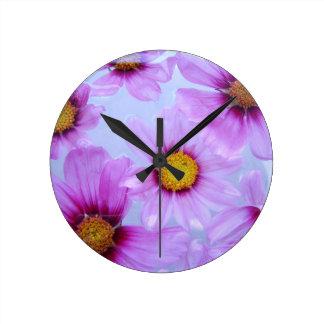 Horloge violette pourpre florale de fleur sauvage