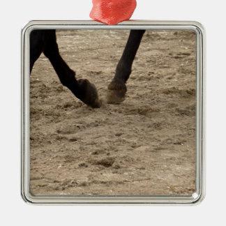 Horse hooves metal ornament