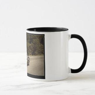 HUDSON VERY CLOSE mug