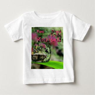 Hummingbird in dew drop Positive quote Baby T-Shirt