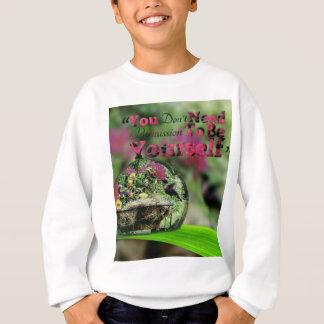 Hummingbird in dew drop Positive quote Sweatshirt