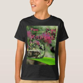 Hummingbird in dew drop Positive quote T-Shirt