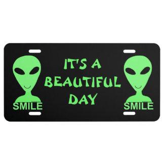 Humour heureux de geek de l'alien LGM de sourire Plaque D'immatriculation