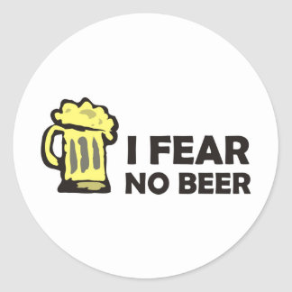 I fear no beer, funny foaming mug for party animal round sticker