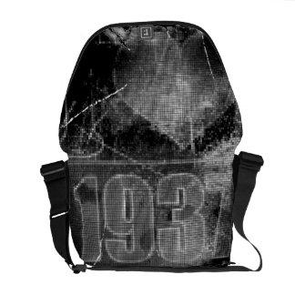 I love 1937 - Pixels vintage - Messenger Bags