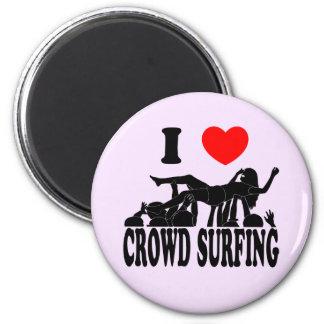 I Love Crowd Surfing (female) (blk) 2 Inch Round Magnet