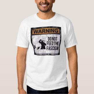 Il ne nourrisse pas le fascisme t shirts
