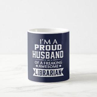 I'M A PROUD LIBRARIAN'S HUSBAND COFFEE MUG