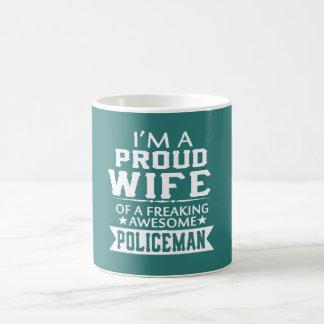 I'M A PROUD POLICEMAN'S WIFE COFFEE MUG