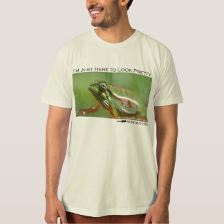 I'm just here to look pretty - chameleon 2 T-Shirt