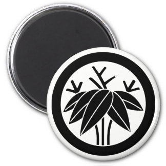 In circle root bamboo grass magnet
