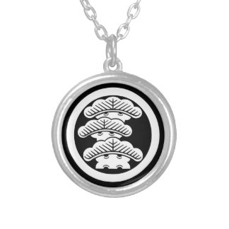 In circle the left three floor pine silver plated necklace