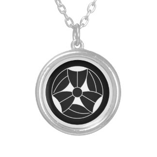 In circle three breaking bamboo grasses silver plated necklace
