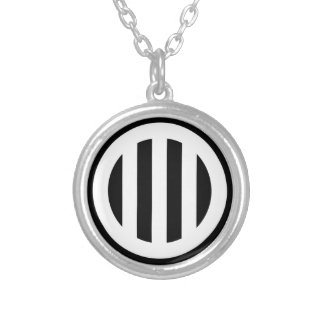 In circle vertical three pulling silver plated necklace