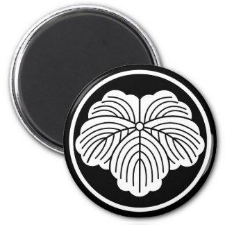 In thread wheel ivy magnet