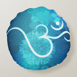 Indian ornament pattern with ohm symbol round pillow