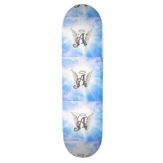 Initiale A de monogramme, ailes d'ange et halo Skateboard 21,6 Cm