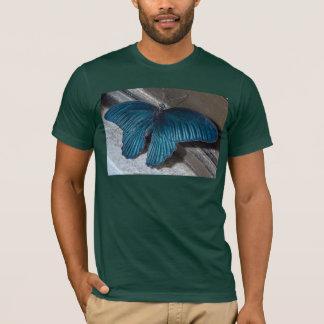 insecte bleu de papillon pilotant de belles ailes t-shirt