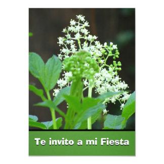 """Invitación -Te invito a mi Fiesta - Flores Blancas 4.5"""" X 6.25"""" Invitation Card"""